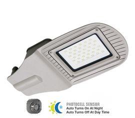 LED pouličné svietidlo so súmrakovým senzorom 30W IP65 2400lm šedé
